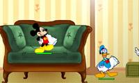 ミッキーや友人枕ファイトで