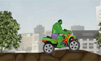 Xe mô tô màu xanh lá cây khổng lồ